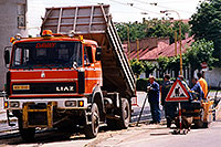 /images/133/1998-07-slovakia-kosice1.jpg - #00115: red Liaz construction truck and workers in Kosice … July 1998 -- Kosice, Slovakia