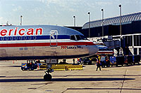 /images/133/1998-12-chicago-ameri-plane.jpg - #00180: American 757 Luxury Jet at O