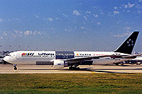 /images/133/1998-12-chicago-lufthansa.jpg - #00183: Lufthansa airplane preparing for takeoff at Chicago O