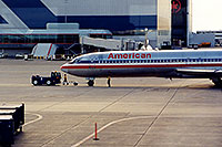 /images/133/1999-08-chicago-american.jpg - #00343: American  airplane towed at Chicago O
