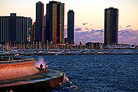 /images/133/2000-09-chicago-city-lake.jpg - #00624: 7am morning in Chicago … runners at Lake Michigan … Sept 2000 -- Chicago, Illinois