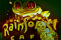 /images/133/2000-09-chicago-rainforest1.jpg - #00638: Frog statue of Rainforest Café in dowtown Chicago … Sept 2000 -- Chicago, Illinois