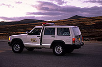 /images/133/2000-09-indep-jeep-sheriff2.jpg - 00662: Pitkin County Sheriff at top of Independence Pass … Sept 2000 -- Independence Pass, Colorado