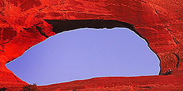 /images/133/2000-09-moab-wilsons-arch1-pano.jpg - #00660: late afternoon at Wilson