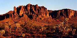 /images/133/2000-09-supersti-classic2-pano.jpg - #00686: Superstition Mountains near sunset … Sept 2000 -- Superstitions, Arizona