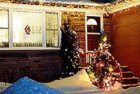 /images/133/2000-12-oakville-home.jpg - #00702: Christmas Tree in Ontario … Dec 2000 -- Ontario.Canada