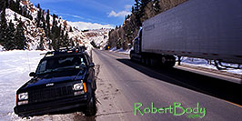 /images/133/2000-12-phx-tor-jeep-park-pano.jpg - 00721: not stuck :-) just parked  … Phoenix-Toronto 3,500 mile snow-camping trip … Dec 2000 -- Gunnison, Colorado