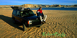 /images/133/2000-12-powell-jeep-me1-pano.jpg - 00733: into the unknown ... Phoenix to Toronto, Canada via Colorado … Dec 2000 -- Lone Rock, Lake Powell, Utah