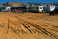 /images/133/2000-12-powell-rvs.jpg - 00745: Motorhomes in the morning at Lone Rock … Dec 2000 -- Lone Rock, Lake Powell, Utah