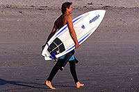 /images/133/2001-03-cali-hunti-surfer.jpg - #00765: Surfer at Huntington Beach … March 2001 -- Huntington Beach, California