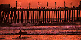 /images/133/2001-03-cali-sunset-surfer-pano.jpg - #00782: Sunset at Huntington Beach … March 2001 -- Huntington Beach, California