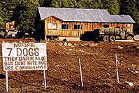/images/133/2002-05-flagstaff-7dogs-v1.jpg - #00956: The house with 7 dogs, near Flagstaff … May 2002 -- Flagstaff, Arizona
