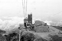 /images/133/2002-08-lomnicky-lanov-bw.jpg - #01078: returning down to Skalnate Pleso from Lomnicky Stit on a cable cart … August 2002 -- Lomnicky Stit, Vysoke Tatry, Slovakia