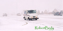/images/133/2003-11-rosemont-snow-road2-pano.jpg - #01361: US mail truck in November snow, along Yosemite Road in Lone Tree … Nov 2003 -- Lone Tree, Colorado