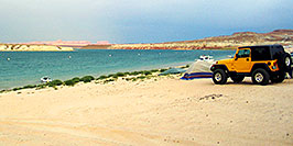 /images/133/2004-06-27-powell-jeep-scenic-pano.jpg - #01512: Jeep at Lake Powell … July 2004 -- Lone Rock, Lake Powell, Utah