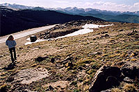 /images/133/2004-06-mtevans-holly04.jpg - #01563: hiking at 12,000 ft on Mt Evans … June 2004 -- Mount Evans Road, Mt Evans, Colorado