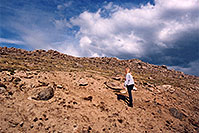 /images/133/2004-06-mtevans-holly05.jpg - #01564: hiking at 12,000 ft on Mt Evans … June 2004 -- Mt Evans, Colorado