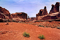 /images/133/2004-07-arches-start5.jpg - #01634: Arches National Park … July 2004 -- Arches Park, Utah