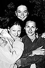 /images/133/2004-07-grand-3-bw2.jpg - #01688: Ola, Ewka and Aneta … July 2004 -- Navajo Point, Grand Canyon, Arizona