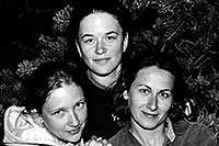/images/133/2004-07-grand-3-bw3.jpg - #01689: Ola, Ewka and Aneta … July 2004 -- Navajo Point, Grand Canyon, Arizona