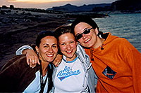 /images/133/2004-07-powell-3-sunset.jpg - #01784: Ola, Aneta & Ewka … Lone Rock … July 2004 -- Lone Rock, Lake Powell, Utah