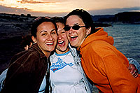 /images/133/2004-07-powell-3-sunset2.jpg - #01785: Ola, Aneta & Ewka … Lone Rock … July 2004 -- Lone Rock, Lake Powell, Utah