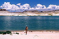 /images/133/2004-07-powell-ewka-walk-be.jpg - #01790: Ewelina coming from suntanning to the cars … July 2004 -- Lone Rock, Lake Powell, Utah