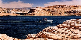 /images/133/2004-07-powell2-boats1-pano.jpg - #01749: boats by Wahweap … Lake Powell … July 2004 -- Wahweap, Lake Powell, Utah