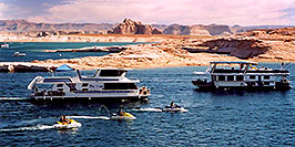 /images/133/2004-07-powell2-boats4-pano.jpg - #01752: boats by Wahweap … Lake Powell … July 2004 -- Wahweap, Lake Powell, Utah