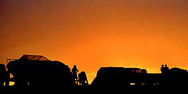 /images/133/2004-07-powell2-sunset5-pano.jpg - #01767: sunset at Lone Rock … July 2004 -- Lone Rock, Lake Powell, Utah