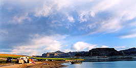 /images/133/2004-07-powell2-view2-pano.jpg - #01738: camping at Lone Rock … July 2004 -- Lone Rock, Lake Powell, Utah