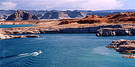 /images/133/2004-07-powell2-waheep4-pano.jpg - #01778: images of Wahweap and Lake Powell … July 2004 -- Wahweap, Lake Powell, Utah