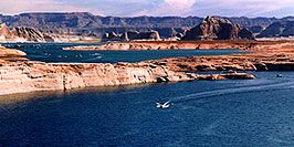 /images/133/2004-07-powell2-waheep5-pano.jpg - #01779: images of Wahweap and Lake Powell … July 2004 -- Wahweap, Lake Powell, Utah