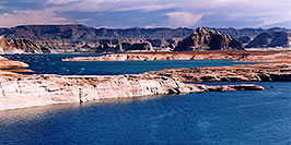 /images/133/2004-07-powell2-waheep7-pano.jpg - #01782: images of Wahweap and Lake Powell … July 2004 -- Wahweap, Lake Powell, Utah