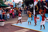 /images/133/2004-08-sixflags-dancers.jpg - #01981: young dancers at Six Flags Amusement Park … August 2004 -- Six Flags, Denver, Colorado