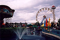 /images/133/2004-08-sixflags-ferris4.jpg - #01985: Ferris Wheel at Six Flags Amusement Park … August 2004 -- Six Flags, Denver, Colorado