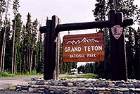 /images/133/2004-08-wyo-tetons-sign.jpg - #02061: Entering Tetons … August 2004 -- Tetons, Wyoming