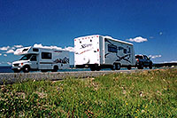 /images/133/2004-08-yello-rv2.jpg - #02091: motorhomes with Yellowstone Lake in the background … August 2004 -- Yellowstone, Wyoming