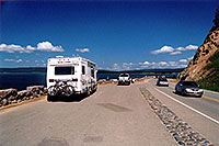 /images/133/2004-08-yello-tourists4.jpg - #02118: Yellowstone Lake … August 2004 -- Yellowstone, Wyoming