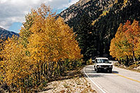 /images/133/2004-09-indep-aspens-road.jpg - #02110: Land Rover Discovery heading to Independence Pass … Sept 2004 -- Independence Pass, Colorado