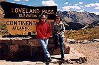 /images/133/2004-09-loveland-an-ol-sign.jpg - #02146: Aneta and Ola at Loveland Pass … Sept 2004 -- Loveland Pass, Colorado