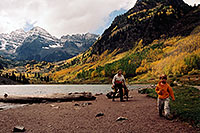 /images/133/2004-09-maroon-people03.jpg - #02184: images of Maroon Lake … Sept 2004 -- Maroon Lake, Maroon Bells, Colorado