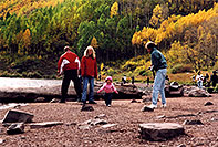 /images/133/2004-09-maroon-people5.jpg - #02205: people at Maroon Lake … Sept 2004 -- Maroon Bells, Colorado