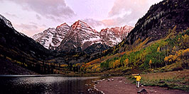 /images/133/2004-09-maroon-photog4-w.jpg - #02195: 7am sun … changing photo location … Sept 2004 -- Maroon Peak, Maroon Bells, Colorado