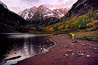 /images/133/2004-09-maroon-photog4.jpg - #02194: 7am sun … photographer with tripod on his shoulder … Sept 2004 -- Maroon Peak, Maroon Bells, Colorado