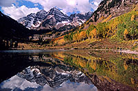 /images/133/2004-09-maroon-view1.jpg - #02235: Maroon Bells reflecting in Maroon Lake … Sept 2004 -- Maroon Peak, Maroon Bells, Colorado