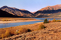 /images/133/2004-09-twinlakes-lake02.jpg - #02221: view of Twin Lakes towards Independence Pass … Sept 2004 -- Twin Lakes, Colorado