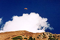 /images/133/2004-10-cinnamon-para-oran4.jpg - #02270: Orange Paraglider over Cinnamon Mountain (12,293ft) … Oct 2004 -- Paradise Divide, Crested Butte, Colorado