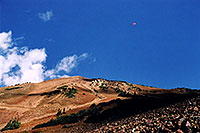 /images/133/2004-10-cinnamon-para-red4.jpg - #02274: Red Paraglider west of Cinnamon Mountain (12,293ft)… Oct 2004 -- Paradise Divide, Crested Butte, Colorado