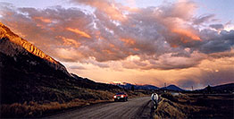 /images/133/2004-10-crested-suns-hors2.jpg - #02348: red Jeep Grand Cherokee and horse walking home during evening on Slate River Road … Oct 2004 -- Crested Butte, Colorado
